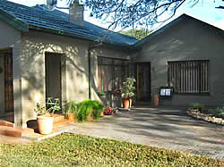 Milton's Guest House offers bed and breakfast accommodation in Thabazimbi