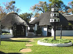 Lalapanzi Hotel, either single or double accommodation in Makhado